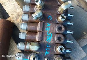 Trator-Distribuidor Retroescavadora Case 580 SLE