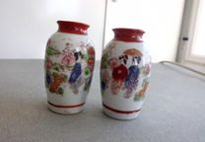 2 jarras orientais antigas pintadas á mão
