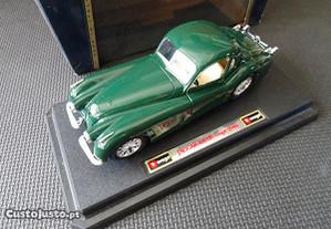 Antigo Burago Jaguar 120 Coupé 1948 na caixa
