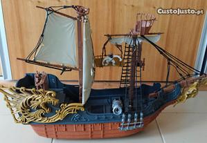 Barco pirata com rodas