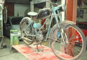 Motorizada antiga marca Dover com motor Sachs 3 v