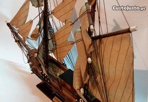 Barco veleiro de coleção