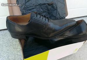 Sapatos pretos n 40 novos