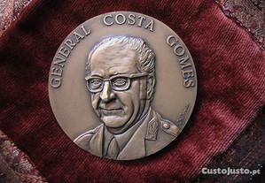 Medalha do General Costa Gomes de José Berardo.