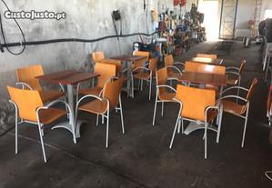 Conj. 16 cadeiras e 4 mesas - Robustas
