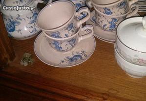 Serviço de chá com açucareiro, leiteira, chávena p