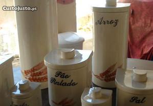10 recipientes novos, em porcelana, pintado à mão