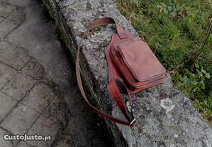 bolsa mala de peito couro encerado vintage