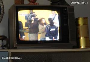 Televisão da marca ITT - Uma das primeiras A CORES
