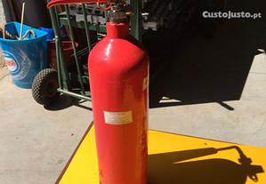 Extintores carregados e certificados