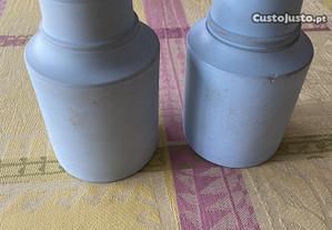 Dois púcaros em miniatura em cerâmica cinza