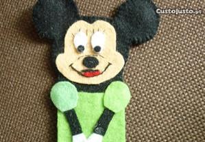 Minnie em dedoche