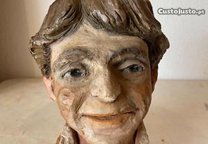 Escultura de cabeça masculina em terracota