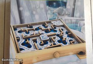 Jogo de tabuleiro WWF labirinto do urso polar