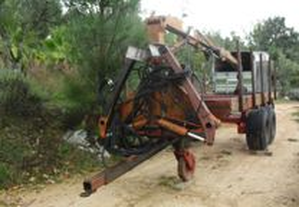 Reboque florestal com grua de 8 toneladas