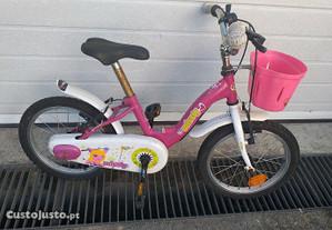 Bicicleta infantil de menina.