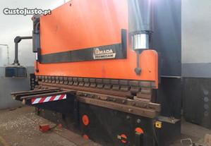 Quinadeira 4m x 250 ton Amada
