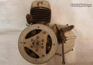 Antigo motor LEVIS 80CC (anos 30) RARO