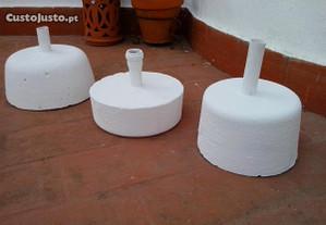 bases em cimento/chapéus de sol