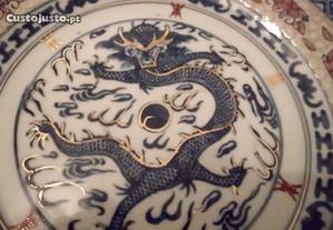 Prato Oriental antigo