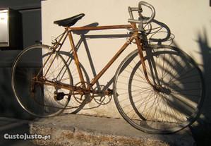 Bicicleta antiga tipo corrida