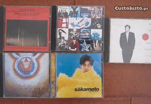 CD´s de David Byrne, U2, Sakamoto, D. Sylvian, etc