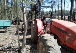 Reboque e tractor florestal