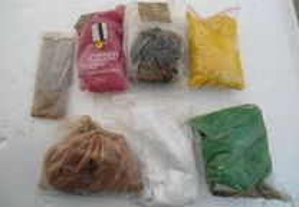 Lote de 7 sacos de relvas e acessórios decoração