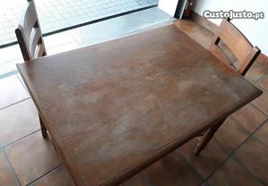 Mesa em Pinho com 6 cadeiras estudadas