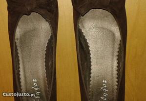 Sapatos castanhos em camurça por estrear