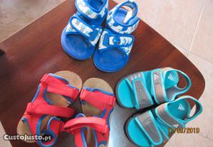 3 pares de sandálias de criança Nº 23 e 25