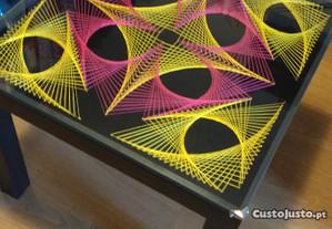 Mesa decorativa c/ tampo de vidro 55X55 cm nova