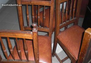 cadeiras em castanho