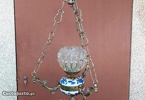 Candeeiro de cerâmica, vidro e latão