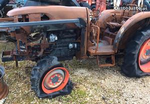 Trator-Kubota L4240DT para peças