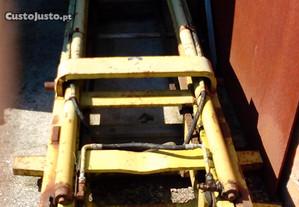Coluna de elevação para tractor