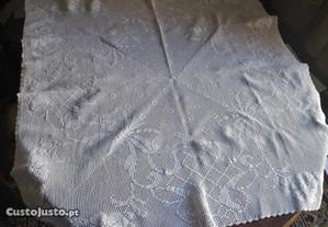 toalha nova de renda feita á mão