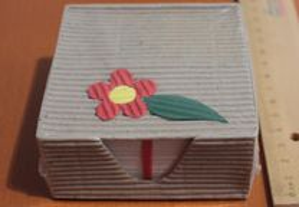 Bloco de notas em caixa cartão decorada, embalado
