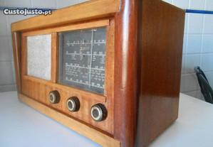 Rádio muito antigo marca Zenith