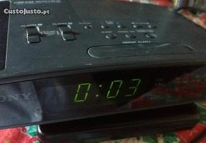 Radio despertador electrico Sony impecavel