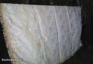 colcha de seda anos 60 em creme l 1.90 x c 2.20
