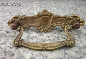 puxadores antigos em metal ou ferragens