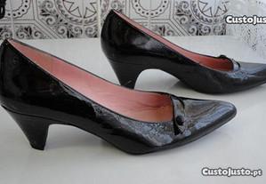 Sapatos de senhora em pele/vernis preto Unisa