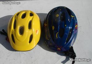 Conjunto de capacetes de criança