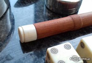 Agulheiro em madeira e marfim