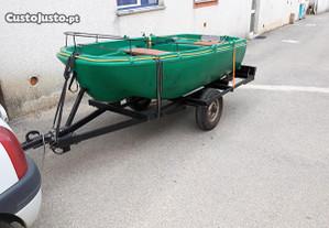 Barco com reboque