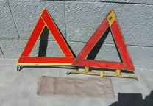 Triângulos sinalizacao antigos, carros clássicos