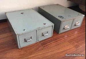 2 módulos arquivos metal antigos