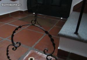 Candeeiro de teto, em ferro fundido, antigo