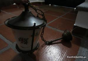 Lanterna de tecto, em ferro fundido, antiga